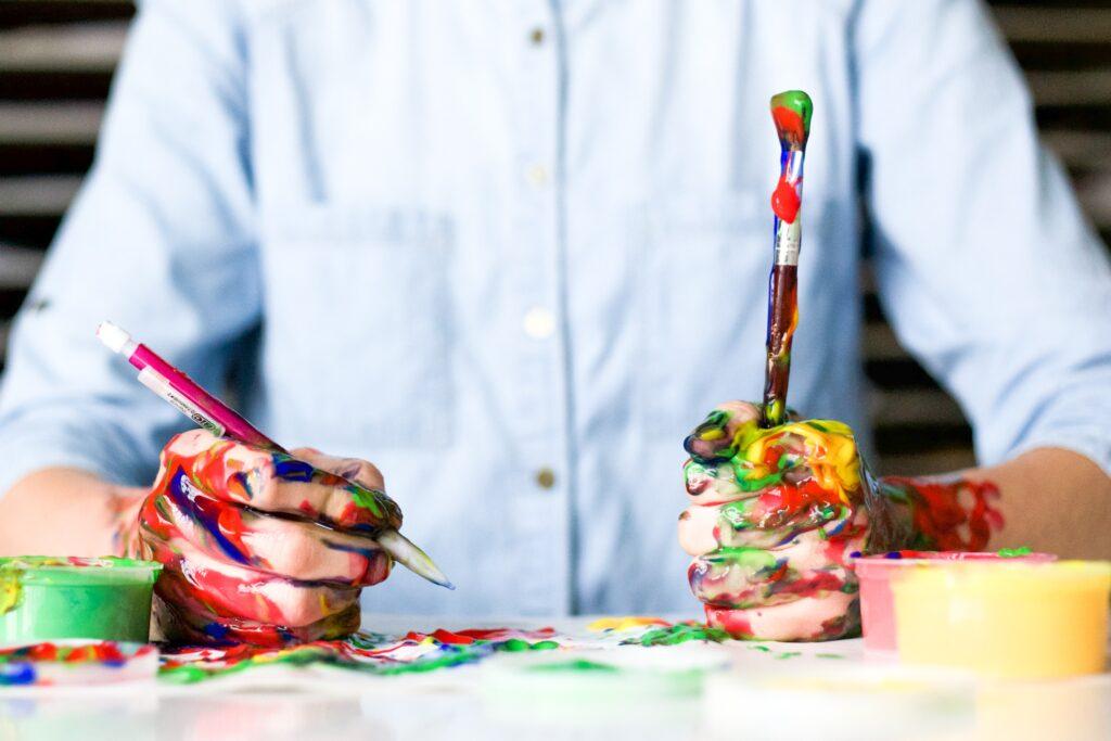 働きながらアート活動・芸術活動の風景